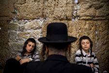 Jerusalem museum says will continue censoring evolution exhibit amid criticism