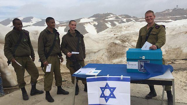 Israeli soldeirs voting