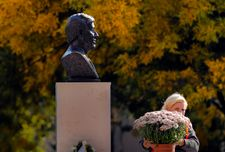 Bust of Elie Wiesel unveiled as Romania marks Holocaust remembrance day