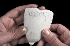 Fragment d'un bol en calcaire