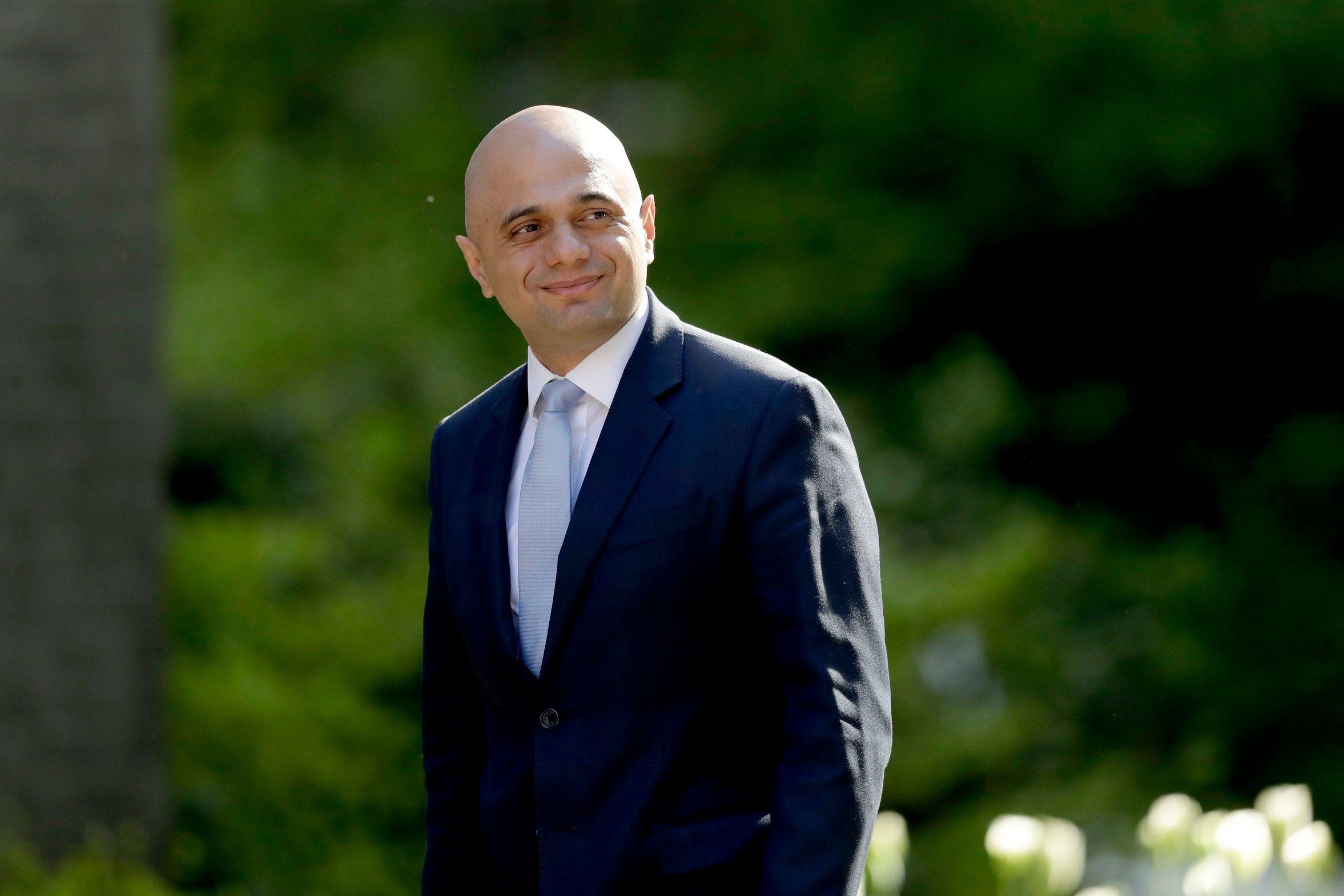 i24news manche le ministre britannique de lintrieur critique les demandeurs dasile