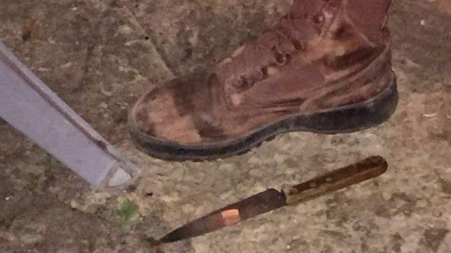 Couteau avec lequel le terroriste palestinien a attaqué des soldats israéliens lors d'une opération d'arrestation près de Naplouse en Cisjordanie, 10.01.2017