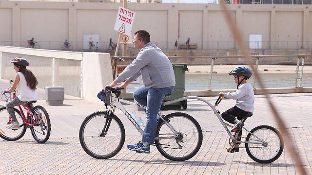 Cycling in Tel Aviv port