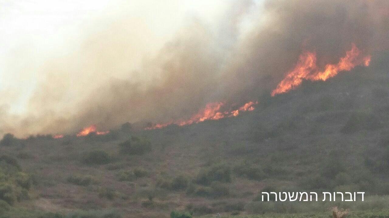 A wildfire burns near Zichron Yaakov on November 22, 2016