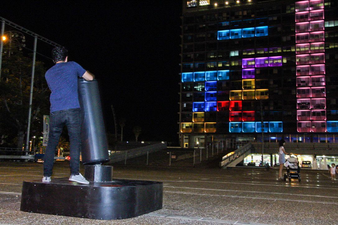 A man plays Tetris on the Tel Aviv municipality building