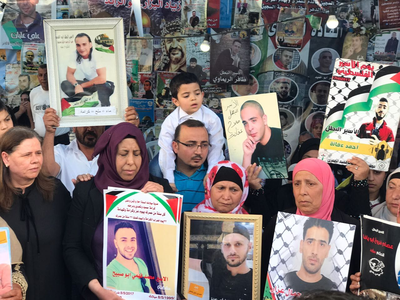 Palestinian prisoners Continue Hunger Strike, life of Dozens at Danger