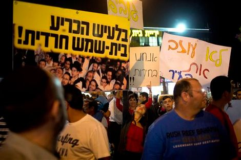 Poll reveals Israelis believe democracy in 'ongoing crisis'