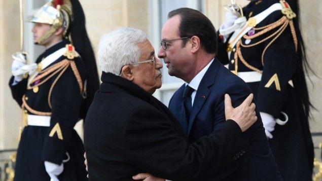 Le Président de l'Autorité palestinienne Mahmoud Abbas et le président français François Hollande