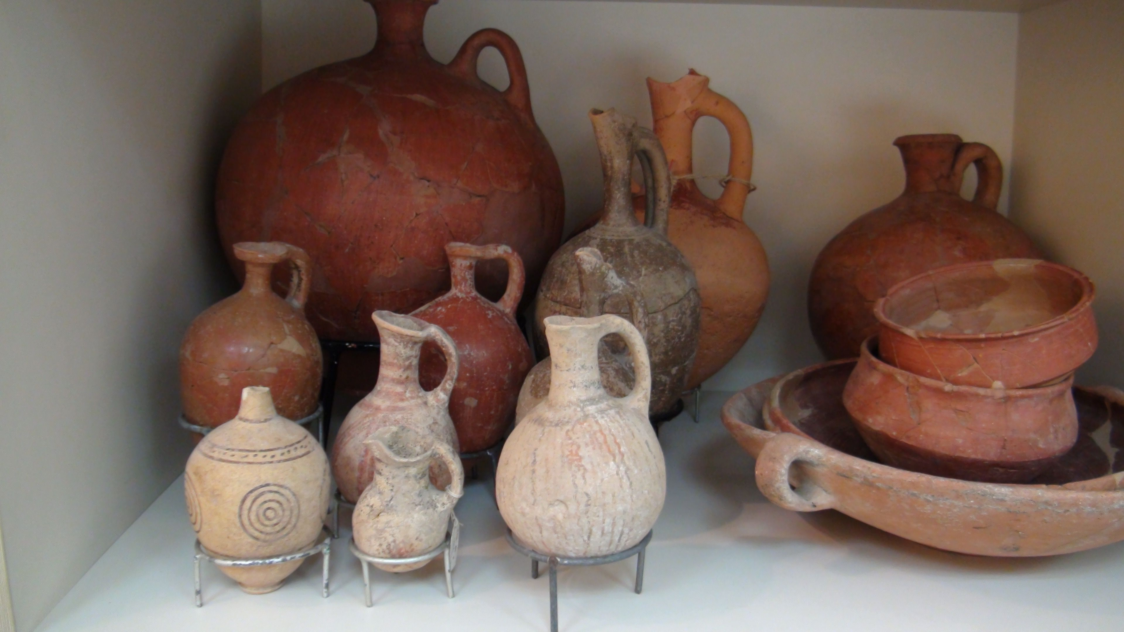 Bronze Age Pottery in the TAU Educational Collection Used for teaching students on the material cultures of the Land of Israel