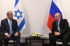 Netanyahu meets Putin on snap visit to Russia
