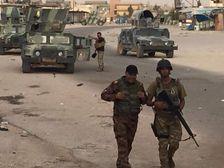 القوات العراقية داخل الرطبة على الطريق الدولي بين بغداد والأردن
