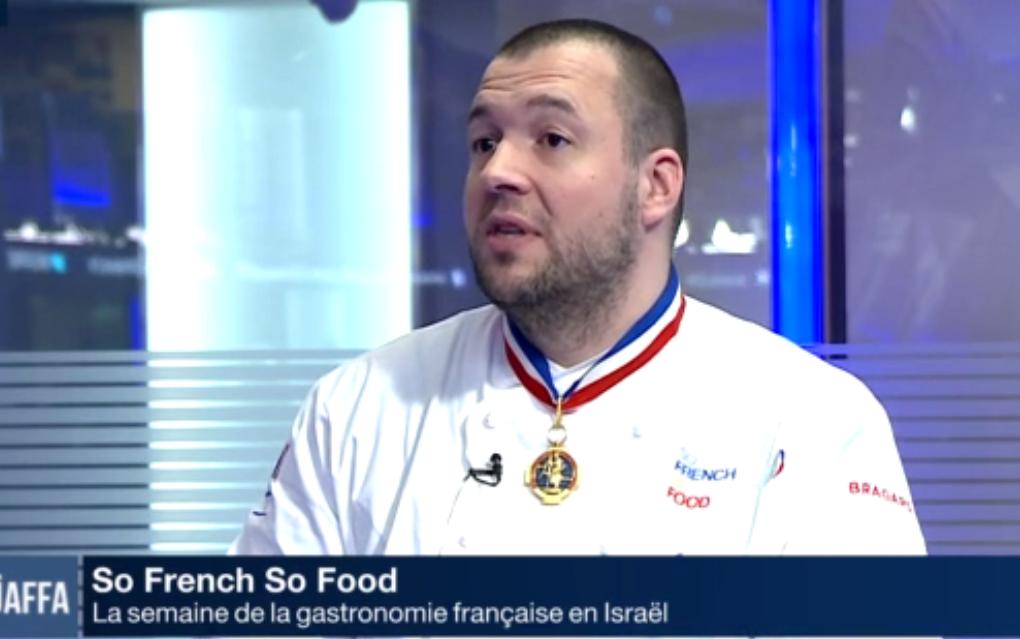 Le chef des cuisines de l'Elysée rencontre des enfants de migrants à Tel-Aviv