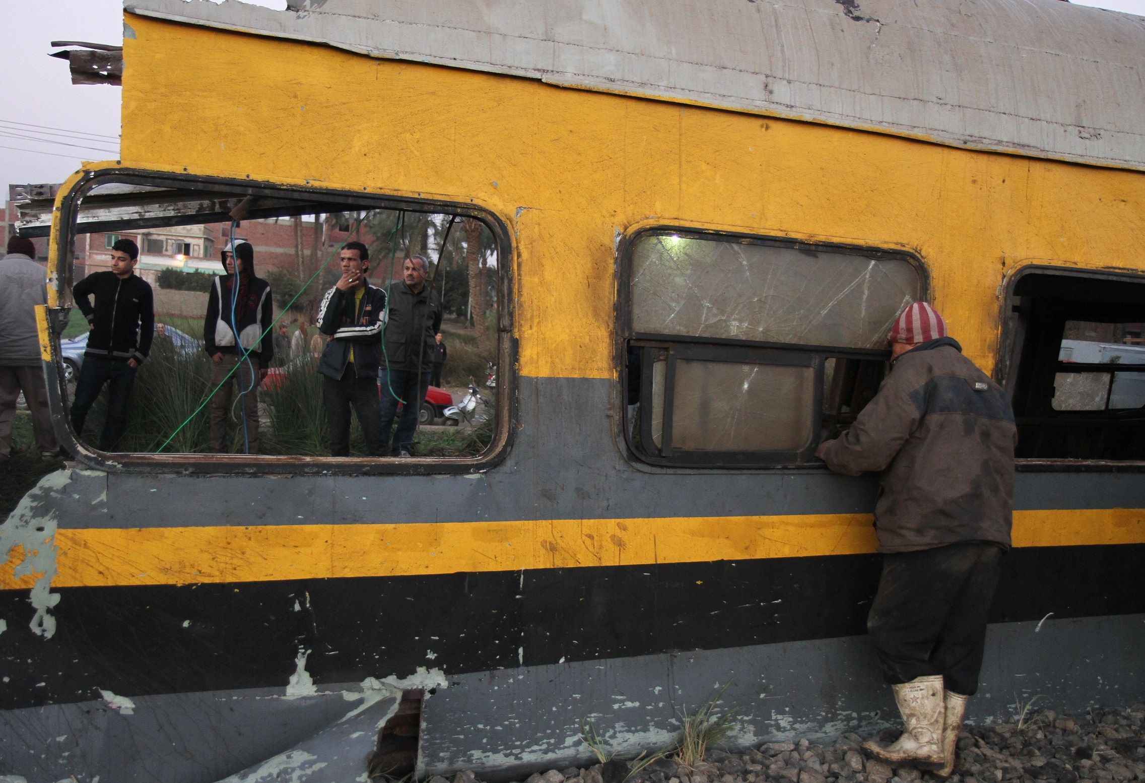 2 trains collide in Egypt, killing at least 25