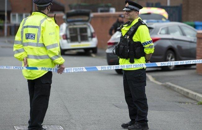 Une hommes armé d'un couteau prend des personnes en otage — Grande-Bretagne