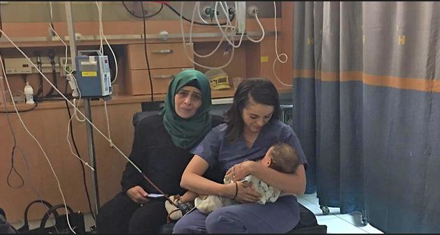 Une infirmière israélienne a allaité un bébé palestinien pour le sauver