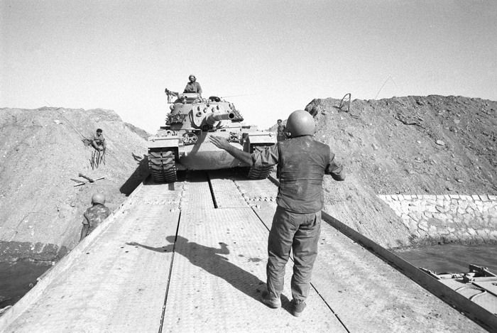Sharon's 143rd Division, crossing the Suez Canal, in the direction of Cairo, 15 October 1973.