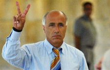 إسرائيل تتهم مردخاي فعنونو بانتهاك شروط الإفراج عنه