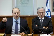 Le ministre israélien de l'Education Naftali Bennett (g) et le Premier ministre Benjamin Netanyahu à Jerusalem, le 30 août 2016