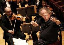 """American conductor James Levine and the Boston Symphony Orchestra perform Hector Berlioz's """"Damnation of Faust"""" in September 2007 during a rehearsal in Paris"""