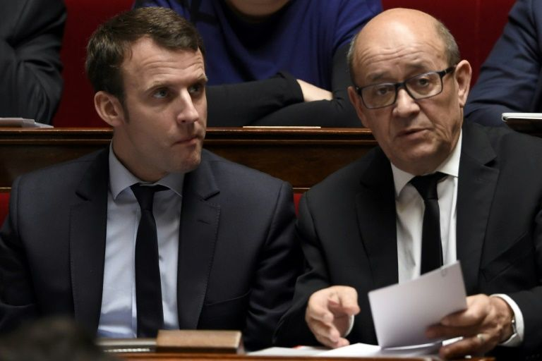 Le Drian annonce à des élus bretons son soutien à Macron