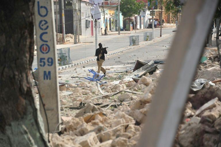 Mogadishu blast 'kills 20', Shabaab ups attack threat