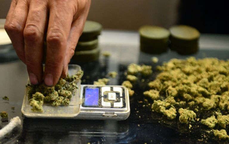 Tourists buy in to recreational pot in Nevada