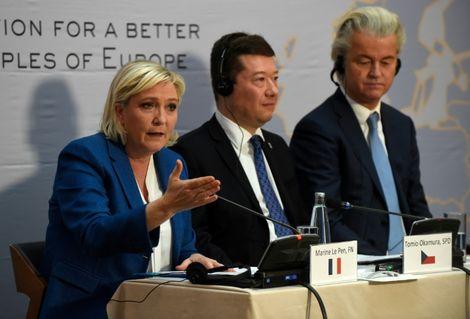 """Autriche: les leaders européens d'extrême droite saluent """"l'évènement historique"""