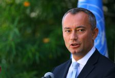 UN envoy Nikolay Mladenov speaking to reporters in Gaza City.