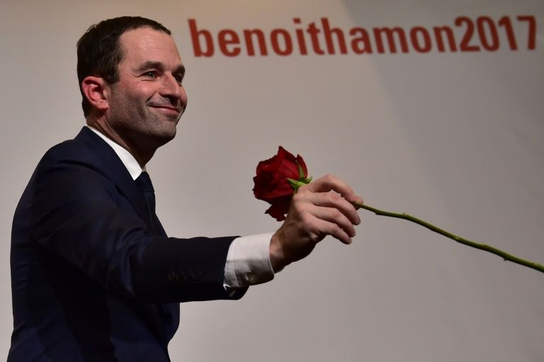 Benoit Hamon holds a rose following the first results of the primary's second round on January 29, 2017