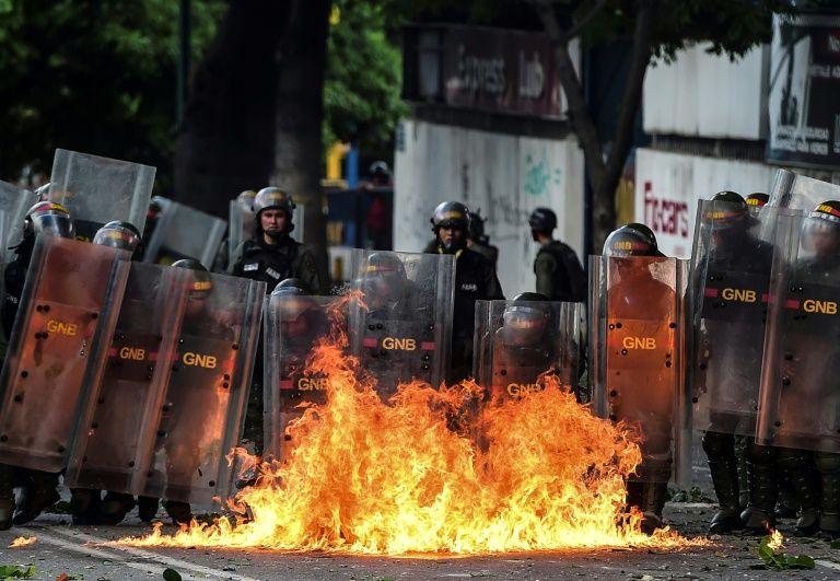 Venezuela: un mort, l'opposition va manifester malgré l'interdiction