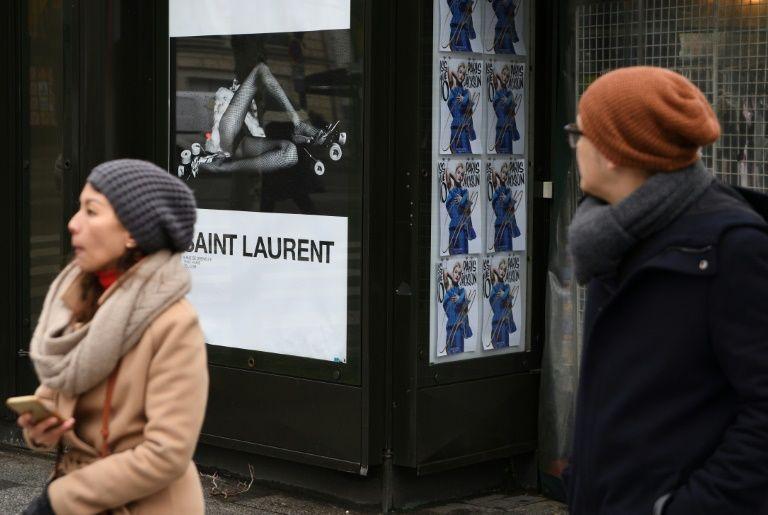 """France: Saint Laurent sommé de retirer des affiches """"dégradantes"""" pour la femme"""