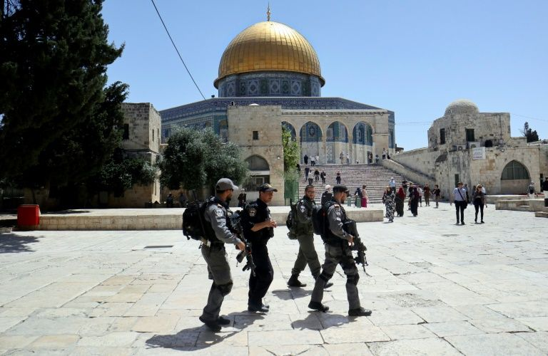 Jewish hardliners ejected from Jerusalem mosque compound