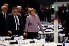 La Chancelière allemande Angela Merkel visite les installations pour la tenue du congrès des délégués de la CDU, le 5 décembre 2016 à Essen