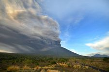 Some 100,000 urged to evacuate from Bali volcano zone