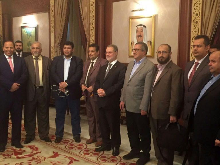 Head of the Yemeni government delegation to peace talks, Foreign Minister Abdulmalek al-Mikhlafi (C), at the international airport in Kuwait City on August 1, 2016 with the delegation members