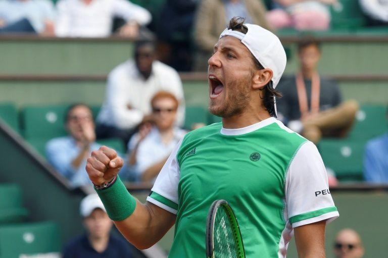 La joie de Lucas Pouille, vainqueur autoritaire du Brésilien Thomaz Bellucci à Roland Garros, le 31 mai 2017