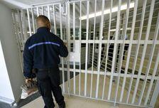 """La contrôleure générale des lieux de privation de liberté, Adeline Hazan, se dit """"défavorable"""" au regroupement des détenus islamistes dans le cadre de la lutte contre la radicalisation en prison."""