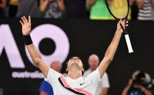 Tennis: Federer wins Australian Open for 20th Slam title