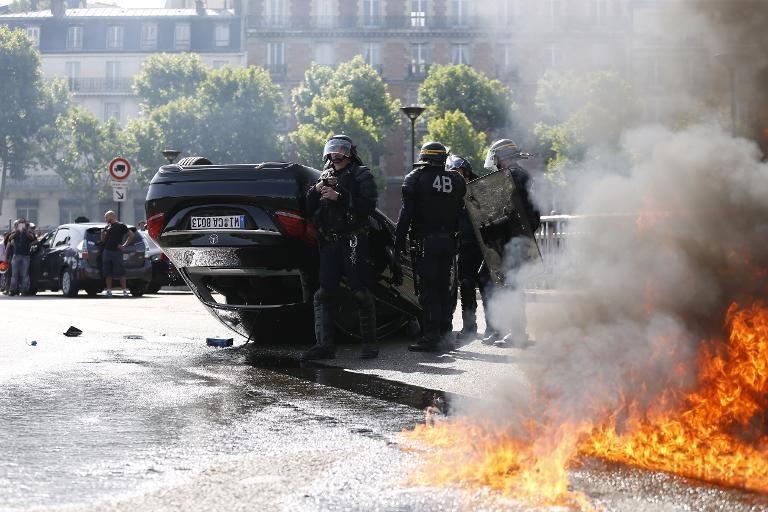 Festivités du 14 juillet : 897 voitures brûlées, en très légère hausse