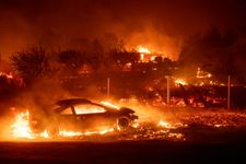Nine die in California wildfires, hundreds of thousands forced to flee