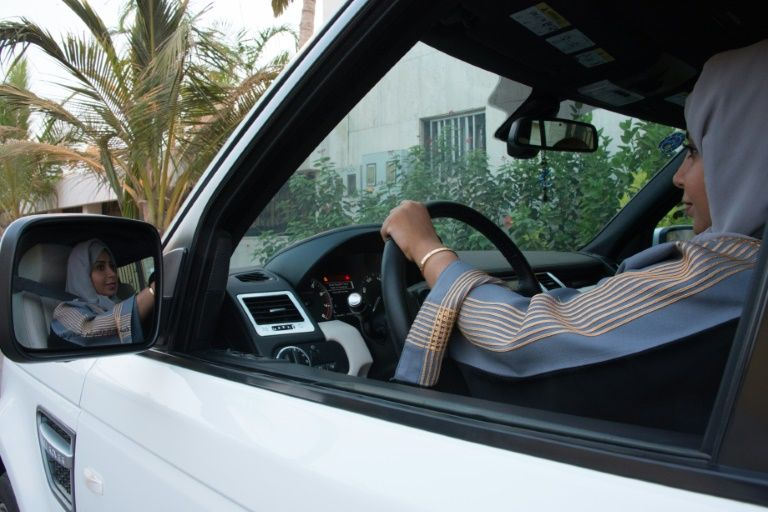 Arabie saoudite: les femmes pourront conduire même des motos