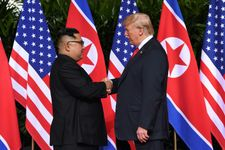 LIVEBLOG: Suivez en direct le sommet historique Trump et Kim à Singapour