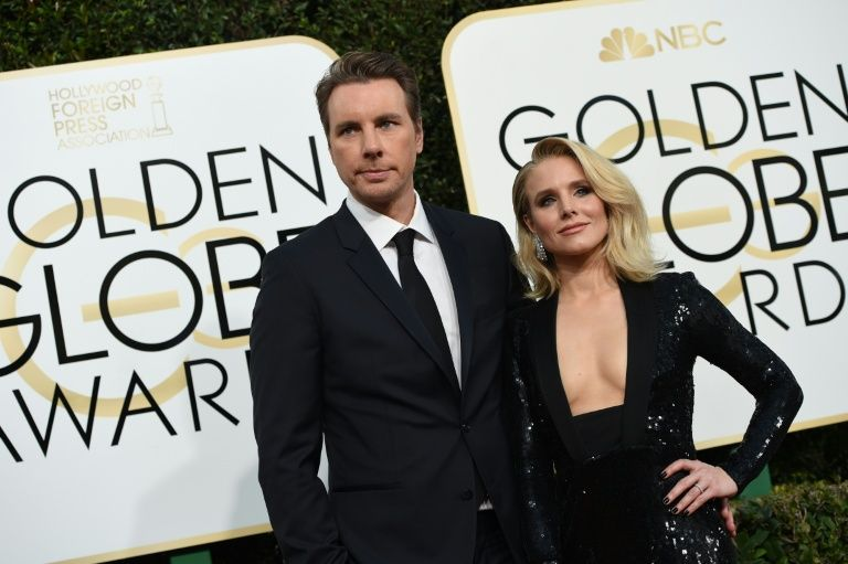 Actors Kristen Bell and Dax Shepard arrive at the 74th annual Golden Globe Awards, January 8, 2017
