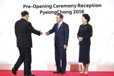 Winter Olympics 2018: Kim Jong Un's sister shakes hands with South's President