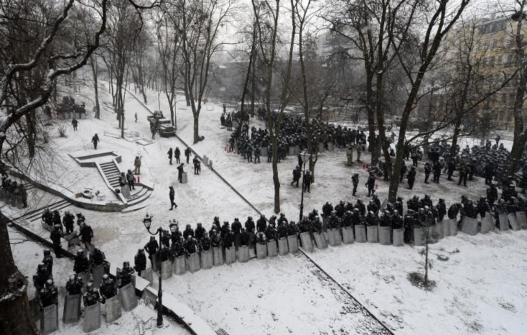 Security forces block access to parliament, January 21, 2014