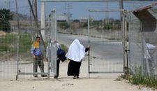 Israel closes Gaza pedestrian crossing in response to damage caused by riots
