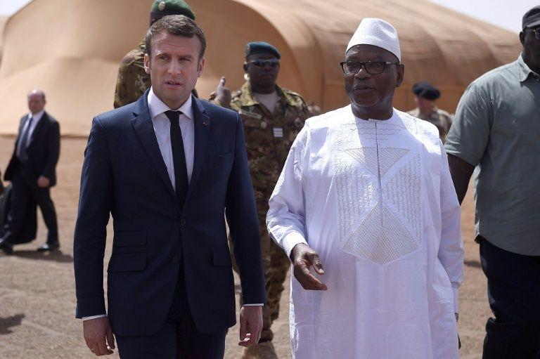 Au Mali, Macron se pose en chef des armées déterminé et proche des troupes