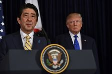 Le Premier ministre japonais Shinzo Abe et le président américain Donald Trump losr de leur conférence de presse commune, le 11 février 2017 en Floride