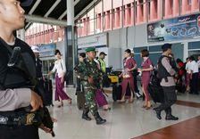 Des policiers patrouillent à l'aéroport de Jakarta, le 3 novembre 2016 en Indonésie