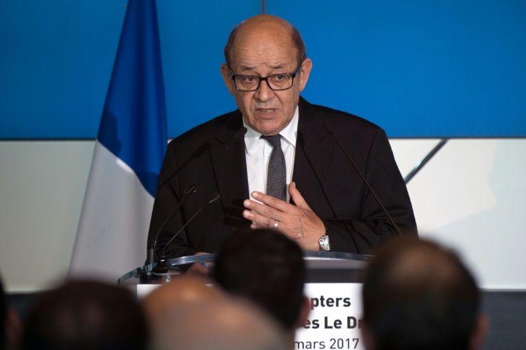 """Le Drian soutient Macron et """"trahit le vote de la primaire PS"""" pour Hamon"""